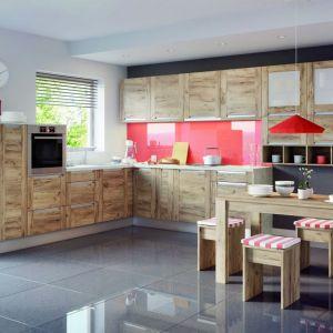 Szkło to nie tylko bardzo praktyczne, ze względu na łatwość utrzymania czystości, ale i efektowne rozwiązanie. Fot. Kam