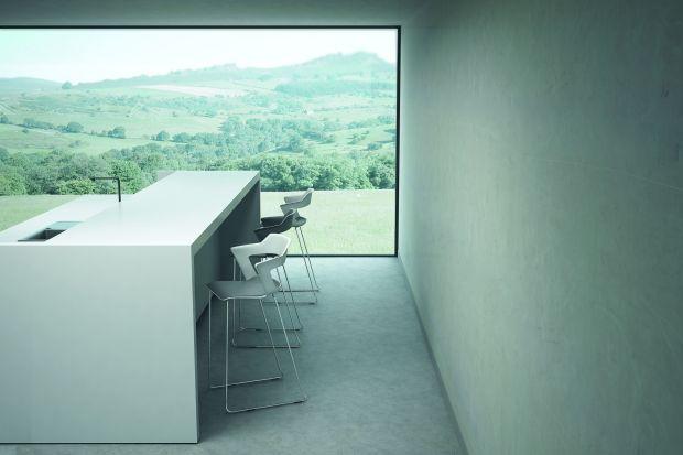 Właściciele kuchni o większych powierzchniach często ulegają pokusie zaaranżowania domowego baru lub kuchennej wyspy o podwyższonym blacie. Wówczas niezbędnym elementem wnętrza okazują się stołki barowe (hokery). Nie tylko podnoszą one funkc