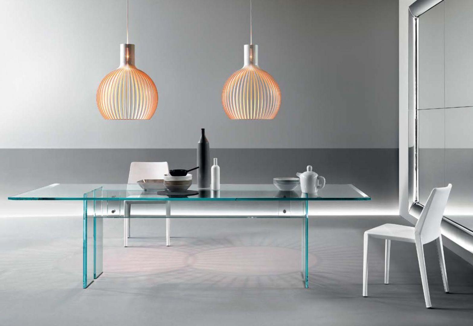Szklany stół włoskiej marki Fiam. Fot. Galeria Heban