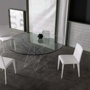 Okrągły stół ze szklanym blatem i metalową plecionką zamiast nóg. Fot. Bonaldo