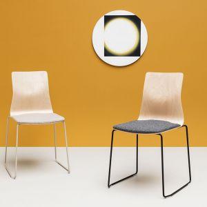 """Krzesła z kolekcji """"Linar"""" firmy Noti. Projekt: Piotr Kuchciński. Fot. Noti"""