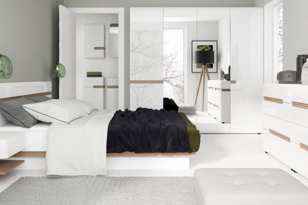Dzięki białym meblom wnętrza stają się jasne, świetliste, niemal sterylne. Biel jest zawsze modna i elegancka, łatwo połączyć ją z dodatkami w różnych kolorach. Zobacz dziesięć przykładowych aranżacji z białymi meblami!