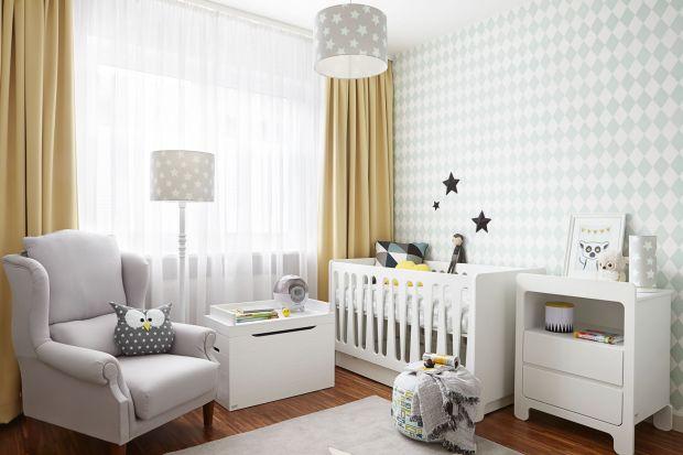 Firma Drewnostyl już od blisko 20 lat produkuje meble dziecięce, a z jej komód, łóżeczek czy biurek z logo Pinio korzystają także pociechy celebrytów. Wysokiej jakości produkcję technologicznie wspierają maszyny dostarczone przez Teknika.