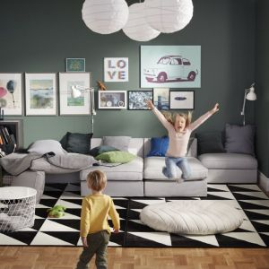Stolik z miejscem do przechowywania. Fot. IKEA