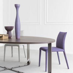 Kolorowe, nowoczesne krzesła. Fot. Pianca