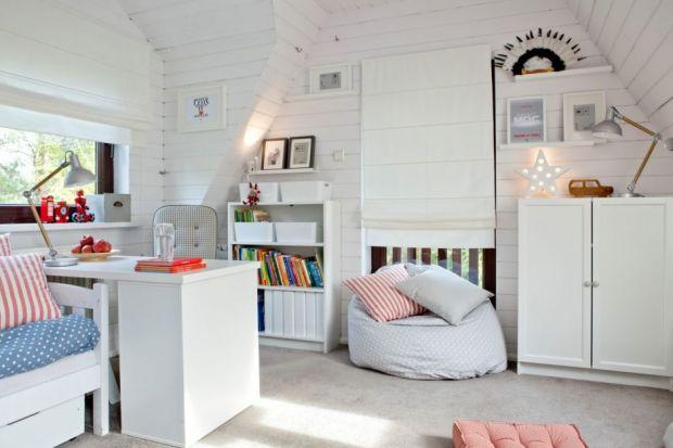Pasują zarówno do sypialni, jak i do salonu czy pokoju dziecka. Zazwyczaj lekkie i mobilne, można łatwo i szybko przestawiać je z miejsca na miejsce. Pufy, fotele - worki, tapicerowane stołki - to siedziska, które dobrze jest mieć zawsze pod ręk�