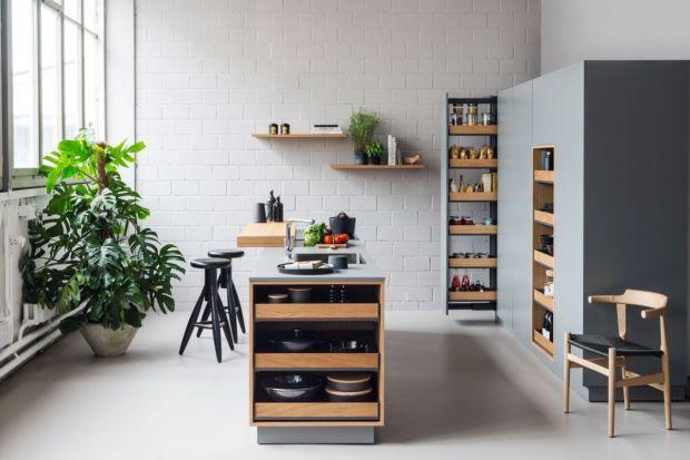 W kuchni sprawdza się wszystko to, co ułatwia nam wykonywanie codziennych czynności - otwieranie szafek i szuflad, szybkie odnajdywanie potrzebnych rzeczy, przechowywanie niezbędnych drobiazgów i utrzymanie porządku. Wybraliśmy specjalnie dla Was p
