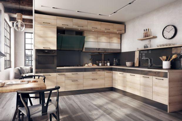 Drewno dobrze prezentuje się z kolorem. Niezależnie czy będzie to subtelna biel, klasyczna szarość, prestiżowa czerń czy intrygujący kolor, zestawienie dekorów drewnianych zmodnymi barwami to najlepszy sposób na spektakularny efekt w kuchni.