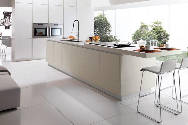 Minimalistyczna kuchnia to gładkie, proste fronty pozbawione uchwytów, frezowań i elementów dekoracyjnych. To geometryczne kształty i czystość formy. Stonowane kolory w połysku lub macie...