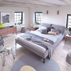 """Łóżko z kolekcji """"Essence"""" firmy Swarzędz Home. Fot. Swarzędz Home"""