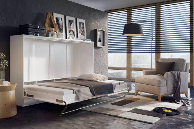 Aranżacja niewielkiego wnętrza to spore wyzwanie dla jego właścicieli. Jak bowiem pogodzić ograniczony metraż z komfortem użytkowania i funkcjonalnością? Pomocne mogą być praktyczne półkotapczany, które tworzą wygodną przestrzeń do spania