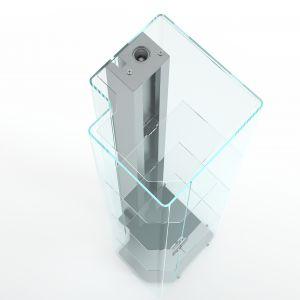 Witryna Solo marki Glass Italia - łączy szkło z elementami metalowymi. Fot. Glass Italia