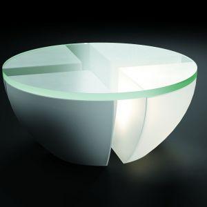 Stolik Quatro, projektu Ryszarda Mańczaka został wykonany z betonu i zielonego szkła, dodatkowo podświetlony. Fot. Archiwum projektanta.jpg