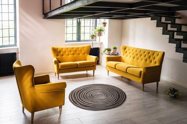 Szeroka sofa Amelie może posłużyć jako pojedynczy mebel wypoczynkowy lub część większego zestawu.