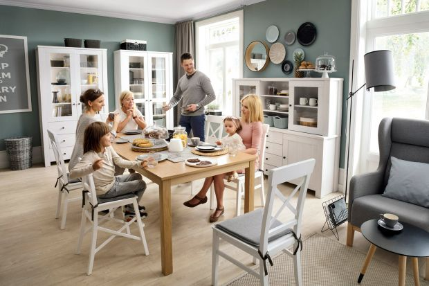 Wymaga sporo miejsca i odpowiednio zaprojektowanego wnętrza, ale warto w niego zainwestować.Duży stół to nie tylko miejsce do wspólnego spożywania posiłków, ale swoiste centrum domowego życia.