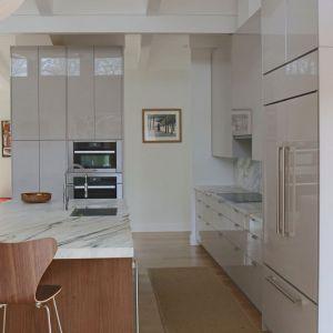 Aranżacja kuchenna powstała przy zastosowaniu paneli Rauvisio. Fot. Rehau