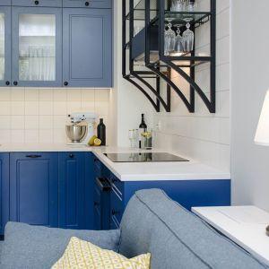 W małej i wąskiej kuchni warto zagospodarować każdy fragment przestrzeni. Realizacja Plan A