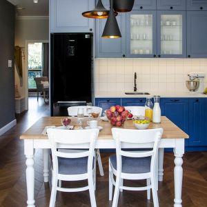 Niebieskie fronty w kuchni. Realizacja Plan A