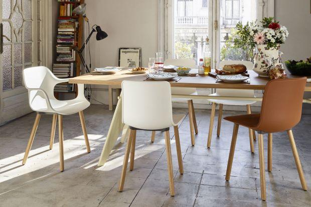 Krzesła niekoniecznie muszą stanowić jednolity komplet ze stołem. W wielu przypadkach sprawdzają się połączenia nietypowe, ale efektowne, dzięki którym wnętrze nabiera zupełnie nowego, oryginalnego charakteru.