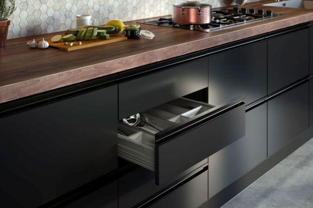 Uchwyty krawędziowe - sposób na minimalistyczne meble w kuchni