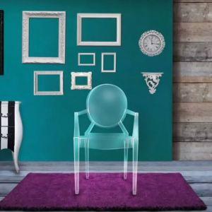 """Krzesło z serii """"Louis Ghost"""" firmy Kartell. Projekt: Philippe Starck. Fot. Kartell"""