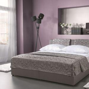 Łóżko Komfort z pojemnikiem na pościel otwieranym za pomocą podnośnika gazowego. Fot. Libro