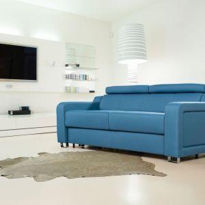 Sofa Andria w niebieskim obiciu. Fot. Meblomak