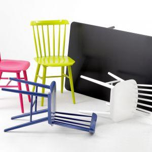 Klasyczne w formie krzesła firmy TON. Fot. TON