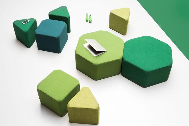 Coraz częściej w mieszkaniach i przestrzeniach publicznych pojawiają się nowoczesne, nietypowe siedziska, które są synonimem niezobowiązującego stylu, komfortu i luzu. Pufy, leżanki, szezlongi, a nawet... huśtawki sprawdzą się w każdym wnętr