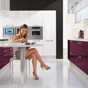 W kuchni glamour sprawdzą się fronty na wysoki połysk. Fot. Lube