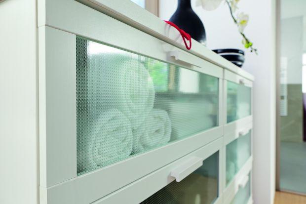 W jaki sposób wyeksponować nasze ulubione przedmioty w domu? Najlepiej za szkłem! Meble wyposażone w oryginalne przeszklenie to wyjątkowo atrakcyjny element każdego wnętrza.