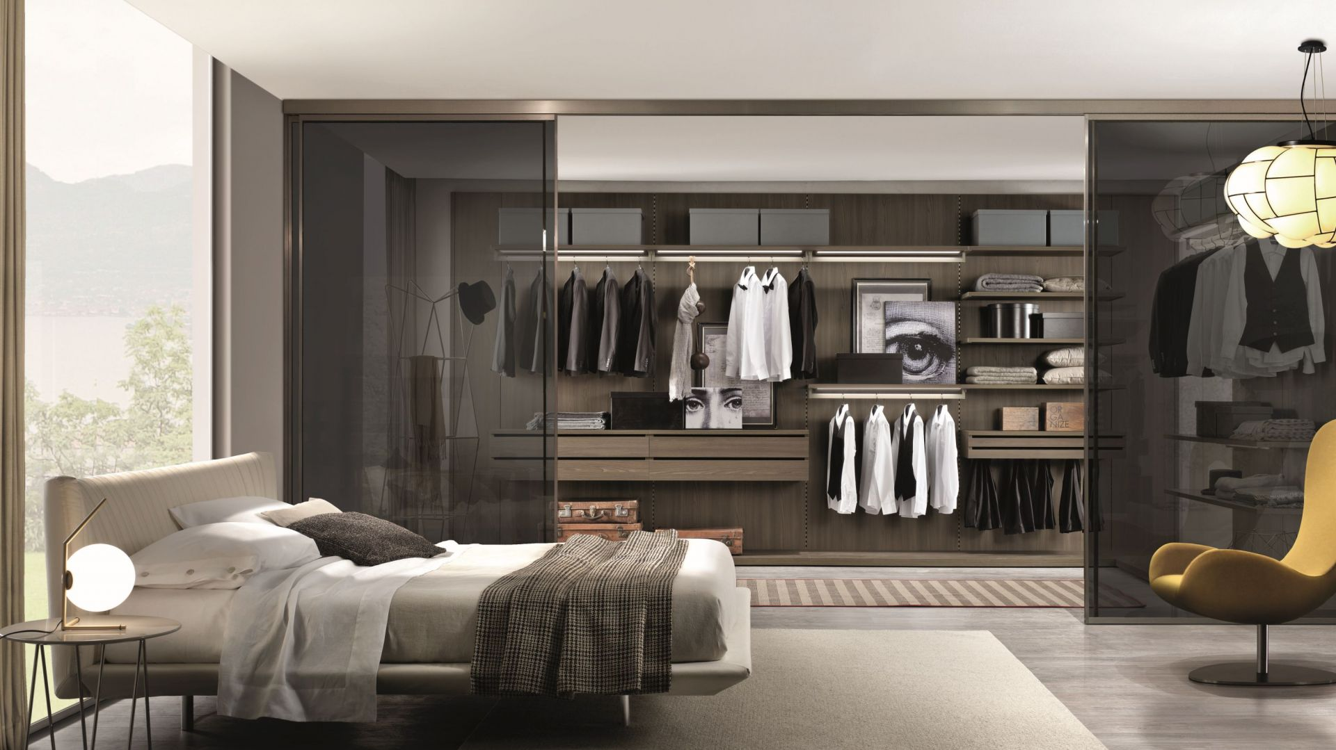 Od sypialni można garderobę oddzielić szklanymi drzwiami. Fot. Zalf