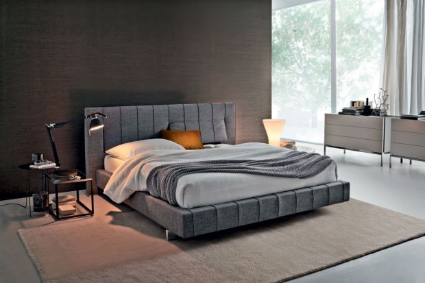 Piękny zagłówek łóżka to prawdziwa ozdoba sypialni. Jeśli dodatkowo jest wysoki, miękki i wygodny, podnosi komfort użytkowania wnętrza.