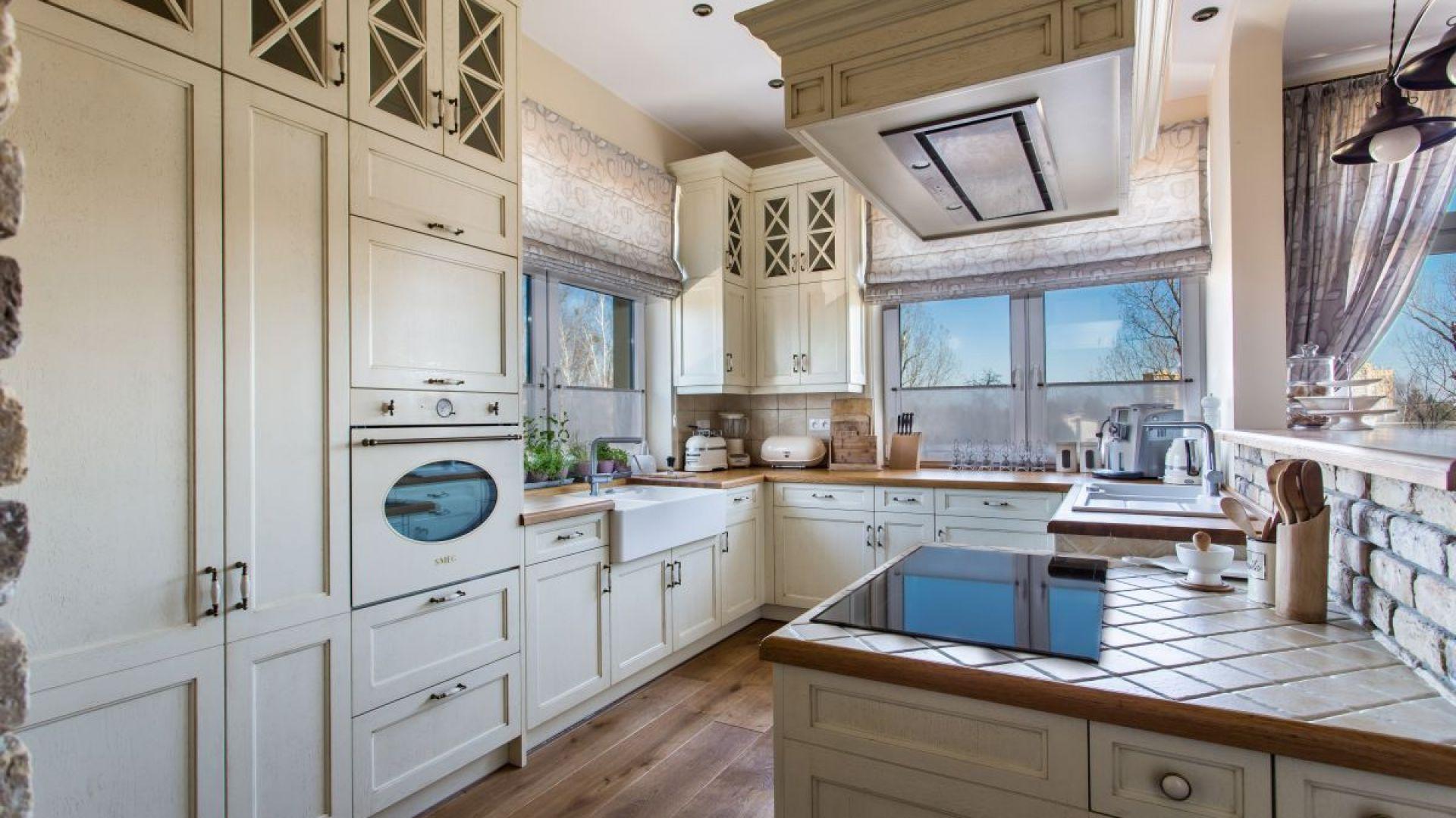Kuchnia drewniana w klasycznym stylu. Fot. Arino House