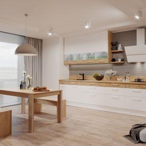 W tym przypadku granicę między kuchnią a salonem wyznacza stół jadalniany. Fot. Kam