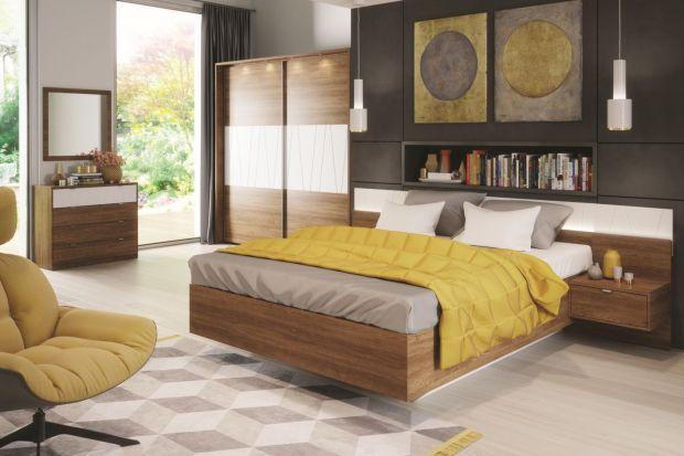 """Szafka nocna może być oddzielnym meblem, ale może też być zintegrowana z łóżkiem. Takie rozwiązania typu """"dwa w jednym"""" są funkcjonalne i pozwalają zaoszczędzić cenną przestrzeń."""