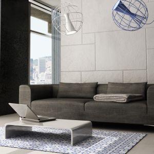 Idealna do minimalistycznego salonu - szara, geometryczna sofa. Fot. Adriana Furniture