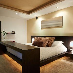 Oryginalne oświetlenie zastosowane pod łóżkiem. Fot. GTV