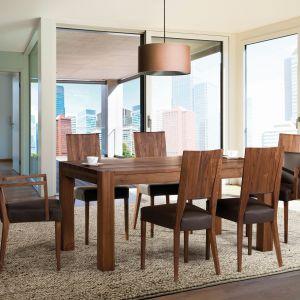 Przy rozłożonym stole wygodnie usiądzie cała rodzina. Fot. Klose