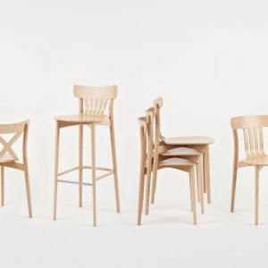 """Krzesła z kolekcji """"Corte"""" firmy Paged. Fot. Paged"""