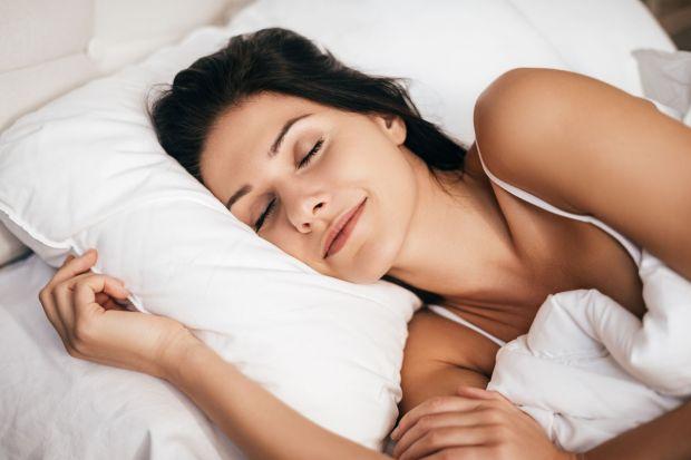 Chcesz się wygodnie wysypiać i wstawać kolejnego dnia z uśmiechem na twarzy? Podpowiadamy, jak wybrać najlepszy dla siebie materac i nie pogubić się w rynkowej ofercie.