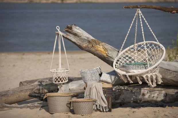 Ogród czy taras mają być przede wszystkim miejscem komfortowego wypoczynku. A nic tak nie relaksuje jak delikatne kołysanie na świeżym powietrzu. Dlatego wiosną warto pomyśleć o zakupie fotela wiszącego lub hamaka.