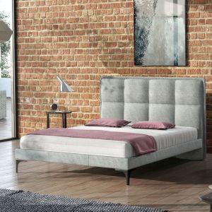Łóżko Ariana z wysokim, pikowanym zagłówkiem. Fot. Comforteo