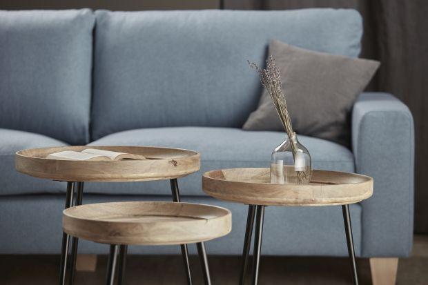 Stolik kawowy, choć to mebel o stosunkowo niewielkich gabarytach, jest nieoceniony w salonie. Zachęcamy do aranżacyjnych eksperymentów z designerskimi stolikami o okrągłych blatach.