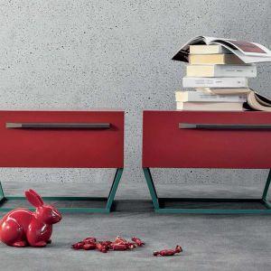 Czerwone komody o nietypowych kształtach, marki Bonaldo. Fot. Galeria Heban