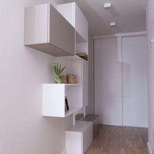 W ciasnym przedpokoju wskazany jest minimalizm. Realizacja: Pracownia MGN