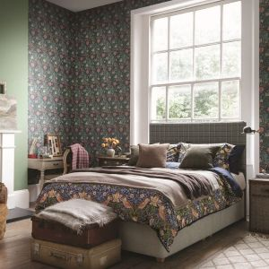 We wiosennej sypialni nie może zabraknąć motywów kwiatowych, np. w postaci odpowiednio dobranych tkanin. Fot. Hypnos Beds