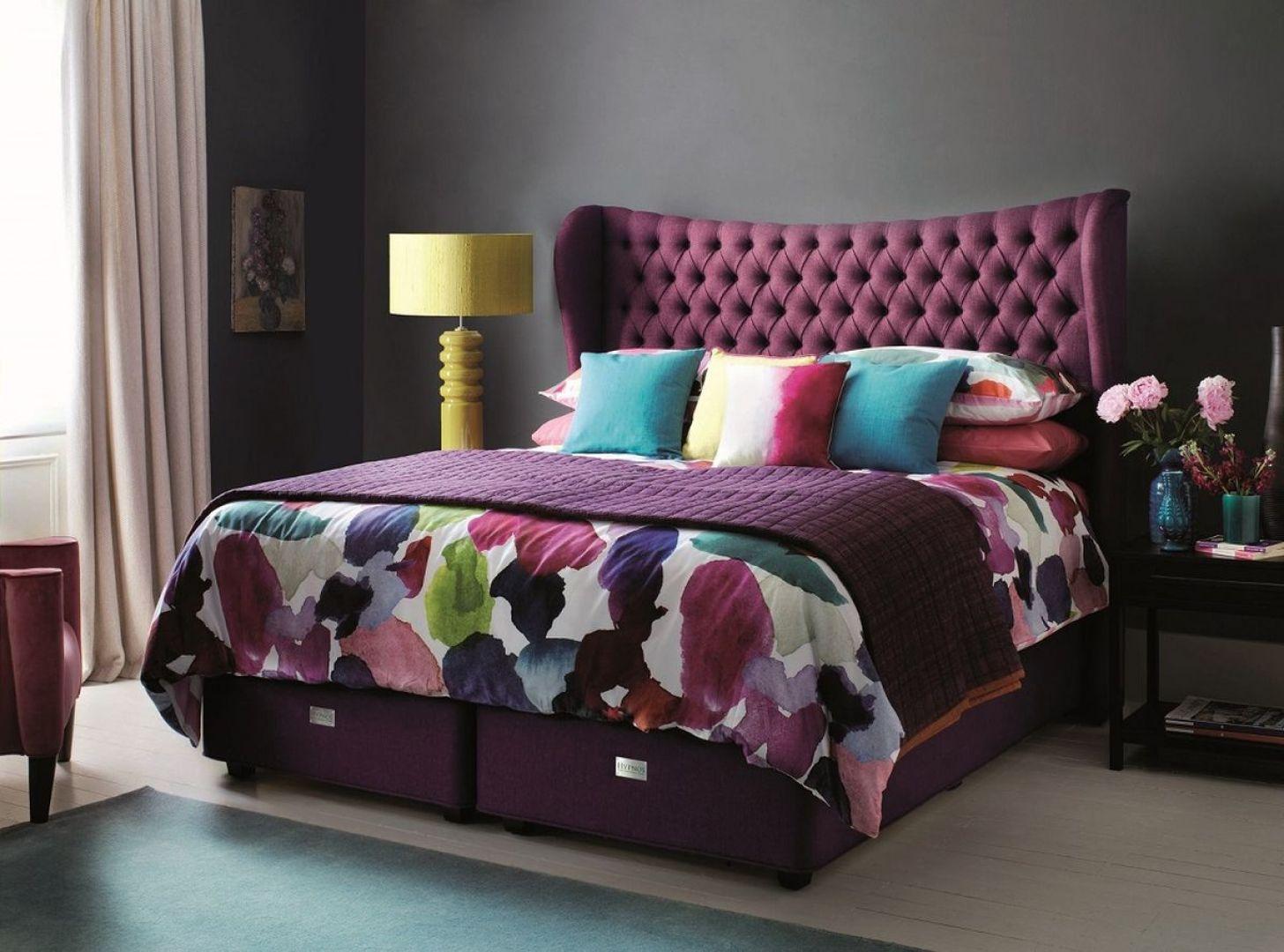Sypialnie z kolorowymi zagłówkami sprawdzą się zarówno w klasycznie, jak i nowocześnie zaaranżowanych wnętrzach. Fot. Hypnos Beds