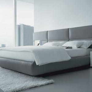 Łóżko z miękkim wezgłowiem zaprojektował Marcel Wanders dla marki Poliform. Fot. Studio Forma 96