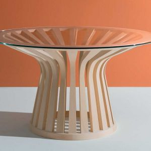 """Stół """"Lebeau"""" firmy Cassina. Projekt: Patrick Jouin. Fot. Cassina"""